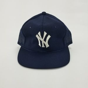 8dac321c6854d7 Sports Specialties Corp Accessories - Vintage New York Yankees Snapback  Mesh Trucker Hat
